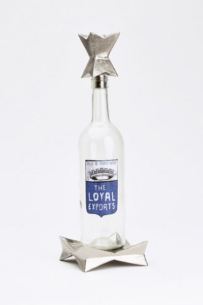 platinum bottle stopper and stand